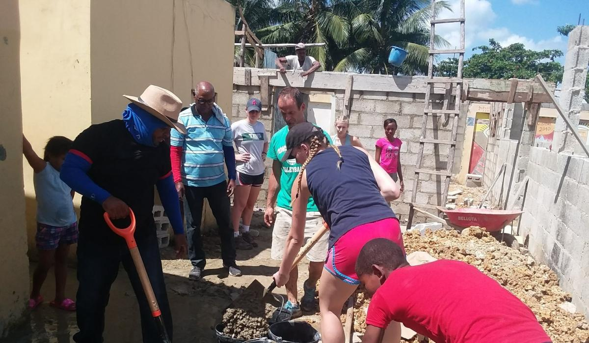 social work students working with residents in Dominican Republic